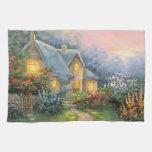 Pintura de una cabaña rústica de la fantasía toalla de cocina