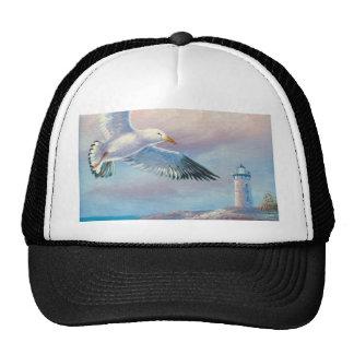 Pintura de una gaviota que vuela cerca de un faro gorros bordados
