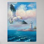 Pintura de una gaviota que vuela cerca de un faro posters