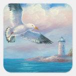 Pintura de una gaviota que vuela cerca de un faro pegatina cuadrada