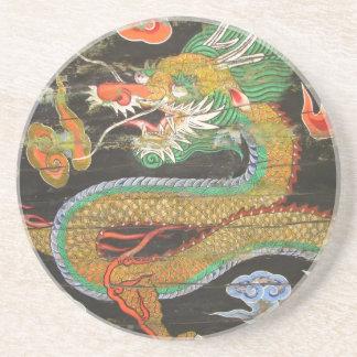 Pintura del dragón en el techo coreano de Sungnyem Posavasos Cerveza