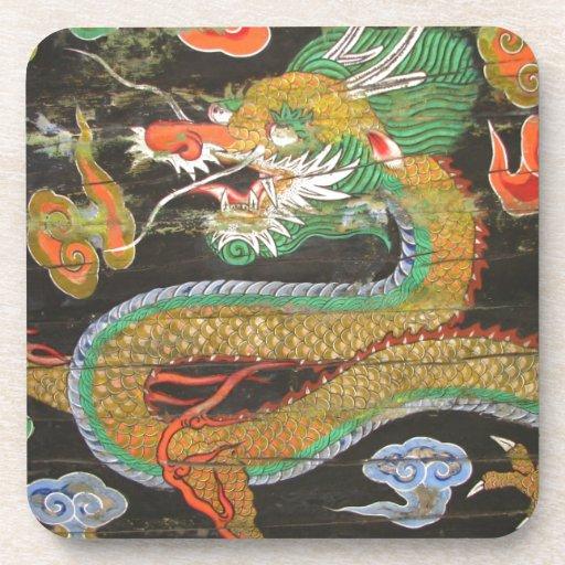 Pintura del dragón en el techo coreano de Sungnyem Posavasos