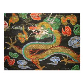 Pintura del dragón en el techo coreano de tarjeta postal