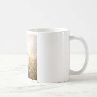 Pintura del pavo real del vintage taza básica blanca