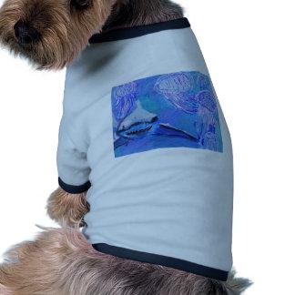 Pintura del tiburón y de las medusas camisetas de perrito