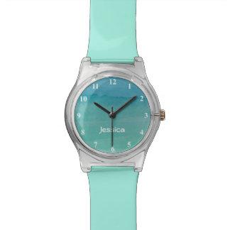 Pintura en colores pastel azul de la acuarela de relojes de mano
