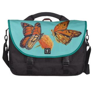 Pintura en colores pastel de las mariposas bolsas de ordenador