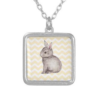 Pintura gris de la acuarela del conejito en galón collar personalizado