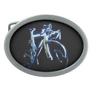 Pintura ligera: una bici azul y amarilla - hebillas de cinturón ovales
