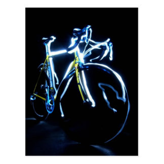 Pintura ligera: una bici azul y amarilla - tarjeta postal