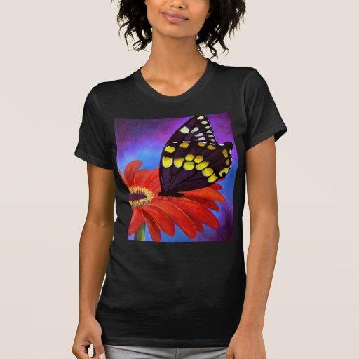 Pintura negra de la margarita de la mariposa - playera