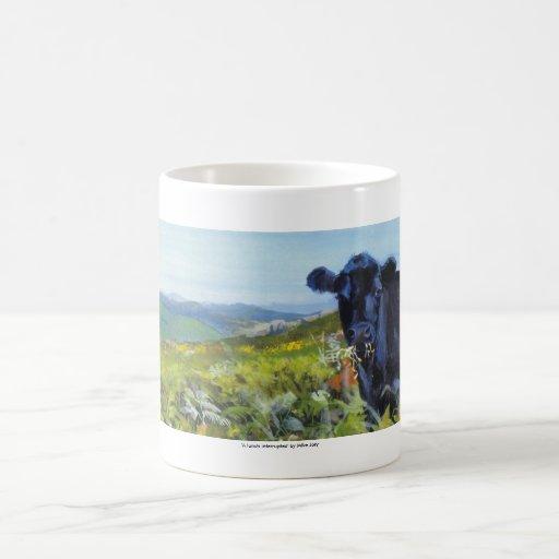pintura negra de la vaca y de paisaje tazas de café