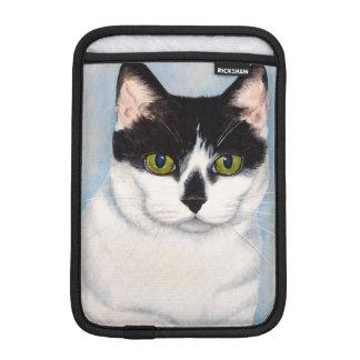 Pintura negra y blanca de ojos verdes del gato fundas iPad mini