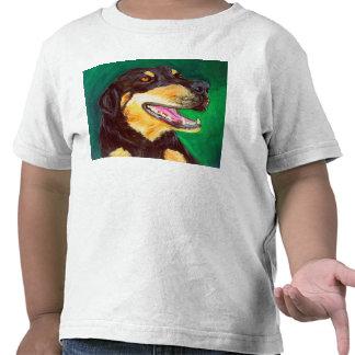 Pintura negra y del moreno del perro del amante de camisetas