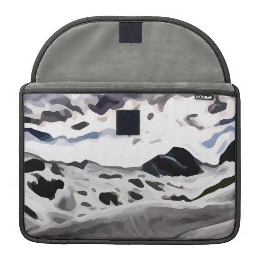 pintura nevosa de la montaña del cielo nublado funda para macbooks