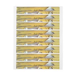 pintura que forma escamas amarilla de la pared etiquetas postales
