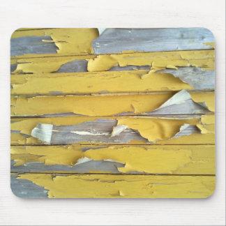 pintura que forma escamas amarilla de la pared mouse pads