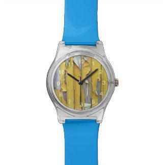 pintura que forma escamas amarilla de la pared reloj de mano