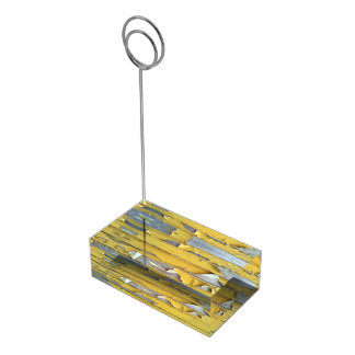 pintura que forma escamas amarilla de la pared soporte para tarjeta de mesa
