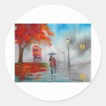 Pintura roja del paraguas del autobús del otoño etiquetas redondas