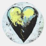 Pintura sucia de la diversión del corazón pegatina redonda