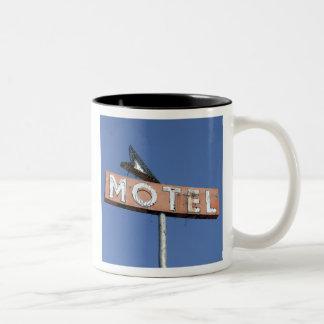 PIONEER MOTEL ARROW - Mug