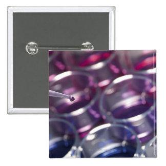 Pipeta y placas de Petri con los líquidos Pin Cuadrado