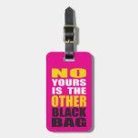 Pique la otra etiqueta negra del equipaje del bols etiqueta de maleta