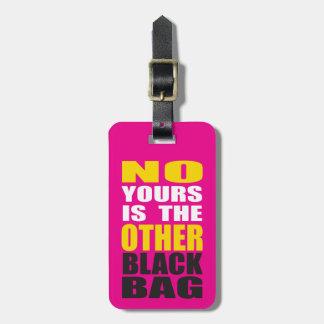Pique la otra etiqueta negra del equipaje del bols etiqueta para maleta