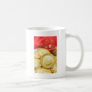 Pique las empanadas para el navidad taza de café