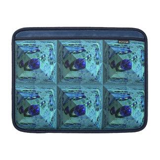 Pirámide abstracta con el waterpearl azul funda  MacBook