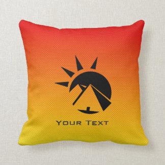 Pirámide amarillo-naranja cojín