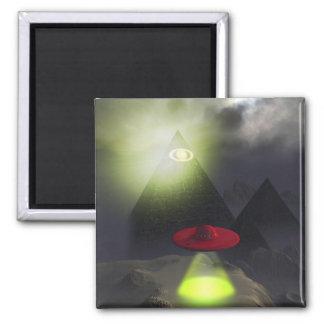 Pirámide de Illuminati e imán del UFO