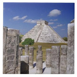 Pirámide de Kukulcan según lo visto del grupo de Teja Cerámica