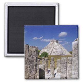 Pirámide de Kukulcan según lo visto del grupo de Imán Cuadrado