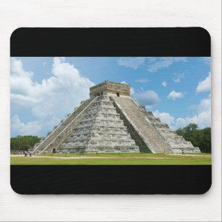Pirámide del EL Castillo de Chichen Itza de Kukulc Tapetes De Ratón