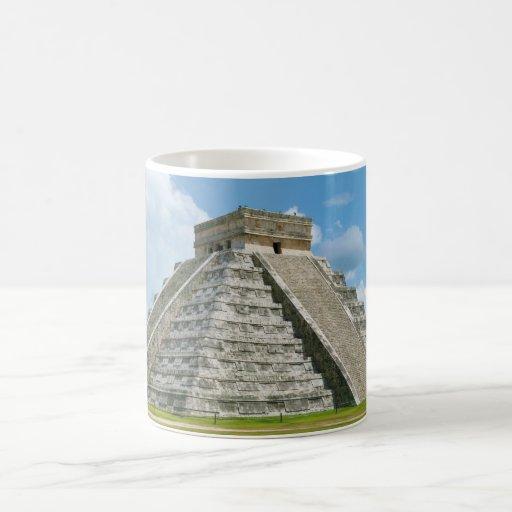 Pirámide del EL Castillo de Chichen Itza de Kukulc Taza