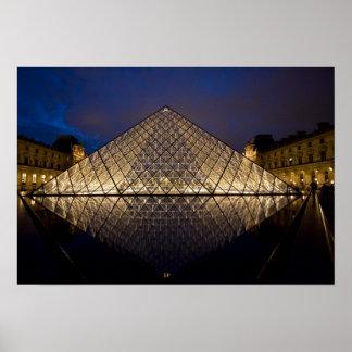 Pirámide del Louvre del arquitecto I.M. Pei en Póster
