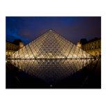 Pirámide del Louvre del arquitecto I.M. Pei en Postal