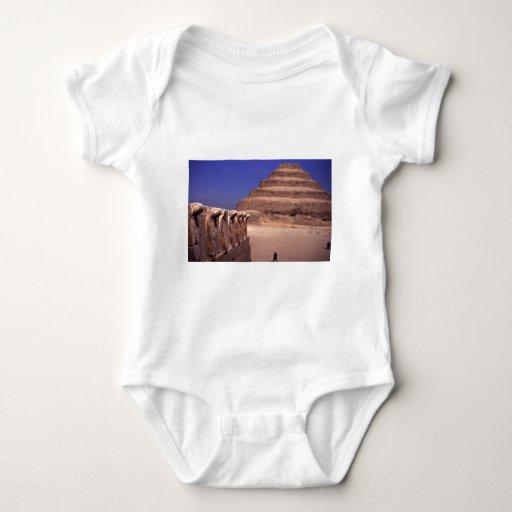 Pirámide del paso en Egipto Tee Shirt