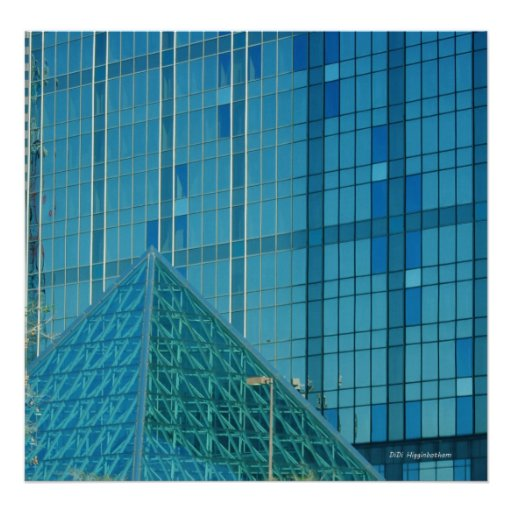 Pirámide en azul poster
