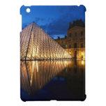 Pirámide en el museo del Louvre, París, Francia iPad Mini Funda