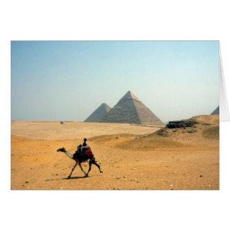 pirámides del camello tarjeta de felicitación