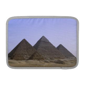 Pirámides en el desierto El Cairo, Egipto Fundas MacBook