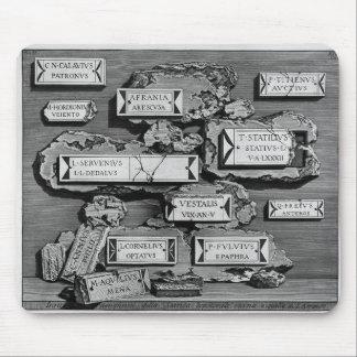 Piranesi-Inscripciones de Juan de la cámara de ent Alfombrilla De Raton