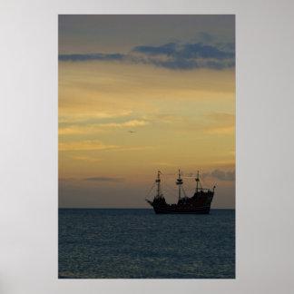 Pirata 2 de la puesta del sol poster