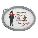 Pirata atrapado en el cuerpo de un hombre de negoc hebillas de cinturon
