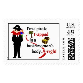 Pirata atrapado en el cuerpo de un hombre de sello postal