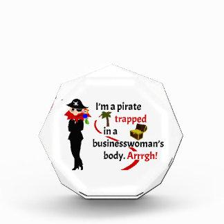 Pirata atrapado en el cuerpo de una empresaria