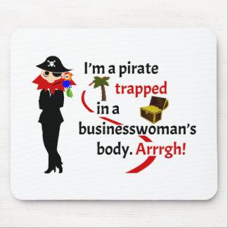 Pirata atrapado en el cuerpo de una empresaria alfombrillas de ratón